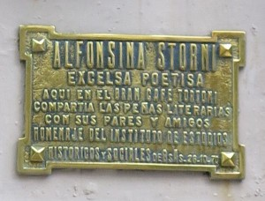 Plaque to memorize Alfonsina Storni. The plaque is located outside the Cafe Tortoni in Buenos Aires. (Picture: R.Stoll)