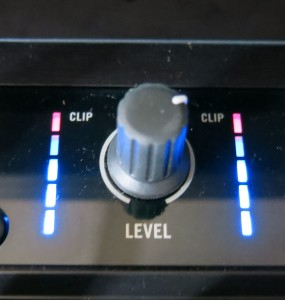 Picture 3: Internal mixer of the DJ deck. Adjust level so that the red LEDs are  flashing rarely. The meter also indicates that a signal is generated.