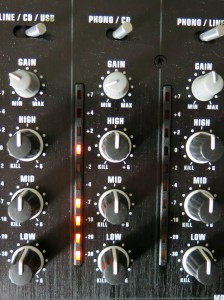 """Picture 4: Input channel of the DJ-Mixer. Adjust the level with the """"Gain"""" knob (with faders fully open) carefully checking the channel meter."""